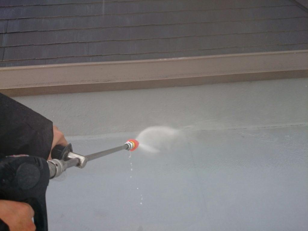 また、水蒸気による膨れに関しましては、間違いないと思われます。    その為、今回の工事では脱気機能を備えるため、通気緩衝工法で防水工事を行います!