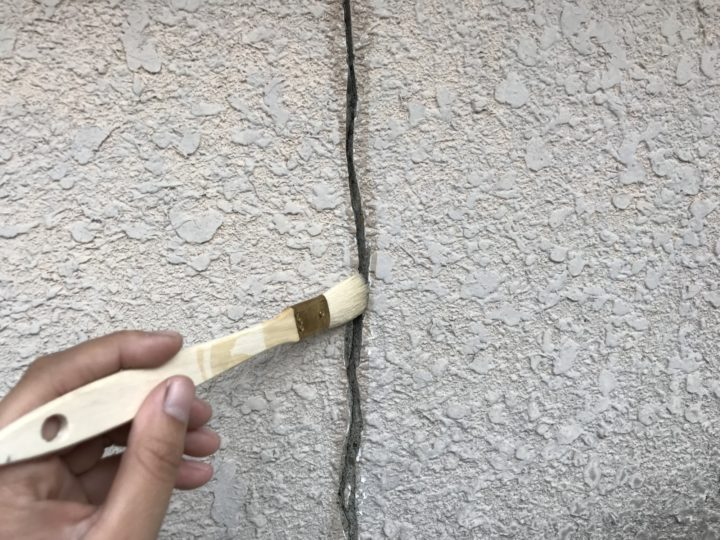 外壁クラック補修①